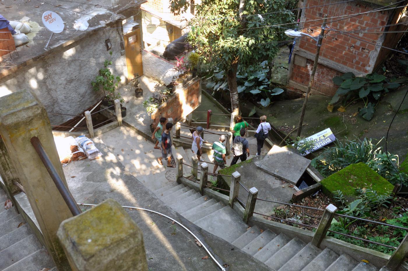 Vor allem die unzähligen Treppen verbinden die Häuser am Hang miteinander und mit der Stadt. Alles für den täglichen Bedarf und darüber hinaus muss hier hochgeschleppt werden. (Bild: Andreas Lerg)